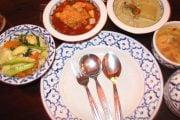 Repas-typique-en-Thailande